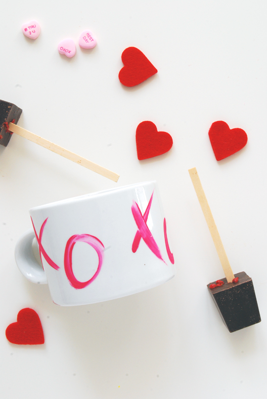 DIY Valentine Mugs | The Proper Pinwheel