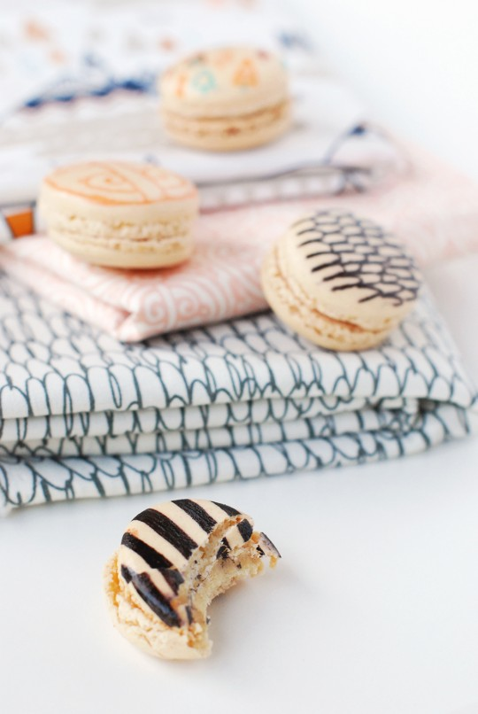 DIY \\ Fabric Inspired Printed Macarons