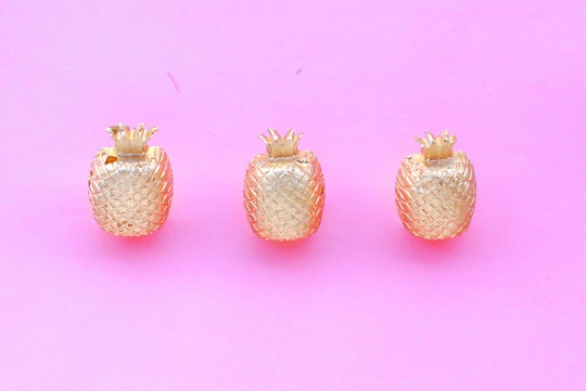 DIY \\ Gilded Concrete Pineapple Pushpins