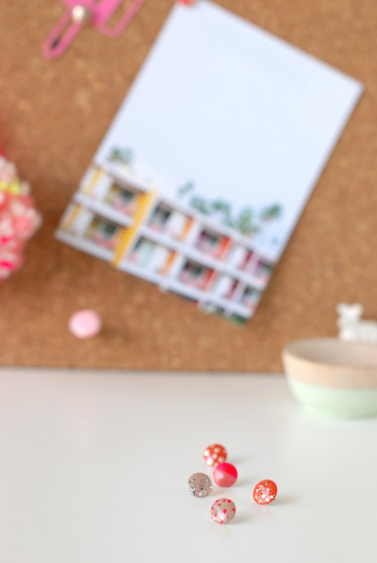 DIY \ Pretty & Polished Thumb Tacks