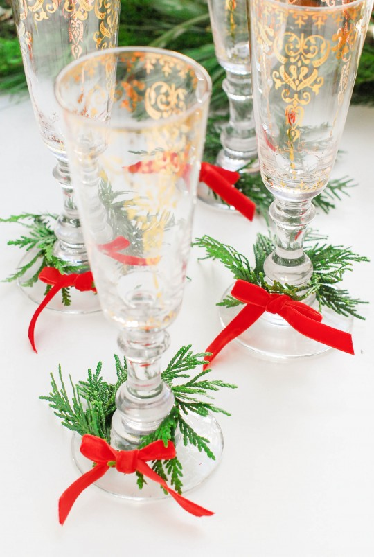 DIY \ Wine Glass Holiday Wreaths