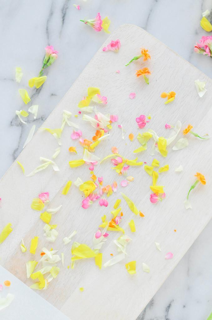 DIY Edible Flower Macarons