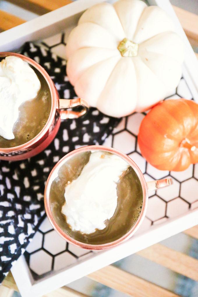 Pumpkin Spice Caramel Apples || www.theproperblog.com