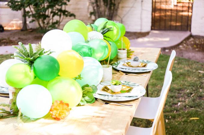 balloon garland table runner