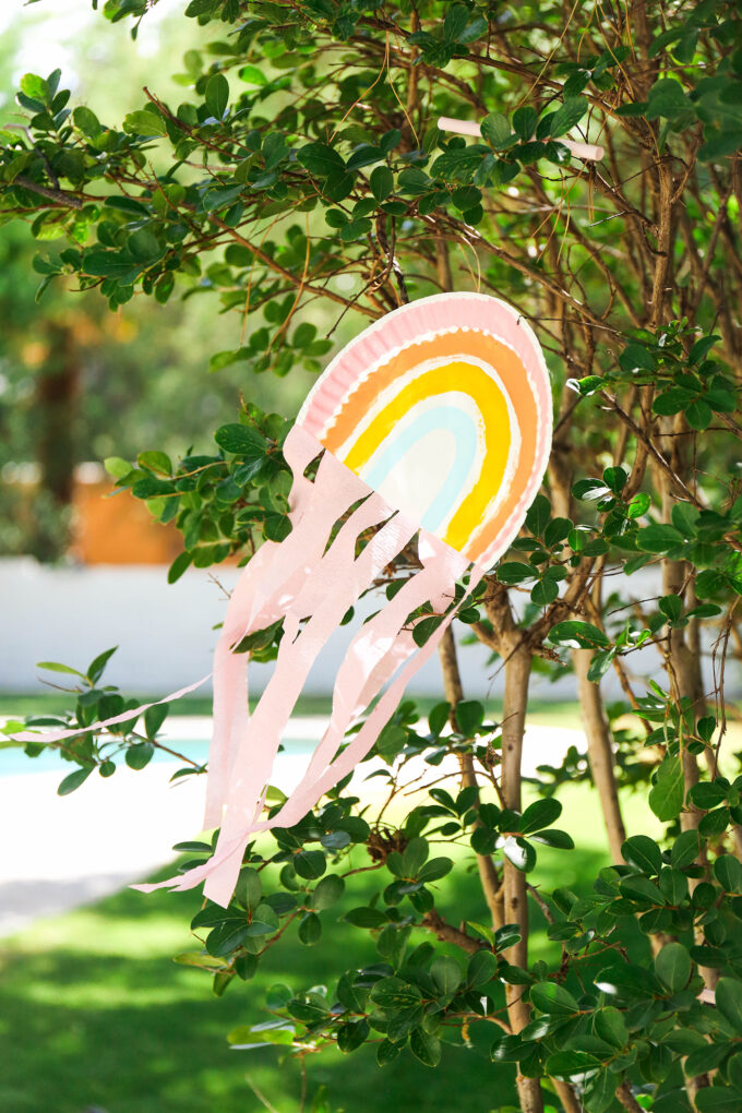 Kid Crafts \\ DIY Paper Plate Rainbow String Puppet